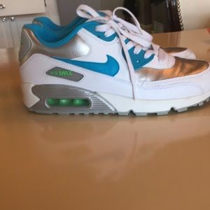 Nike Air Max US size 8 silver &white😍